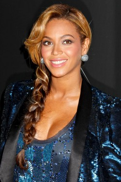 "Beyonce wearing ""the fishtail"" braid style."