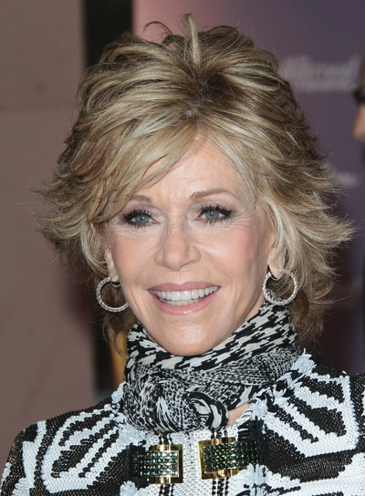 Jane Fonda wearing the layered wings haircut. Again.